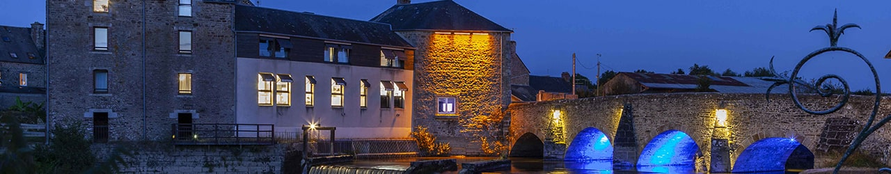 Hotel - Le moulin de Ducey by night